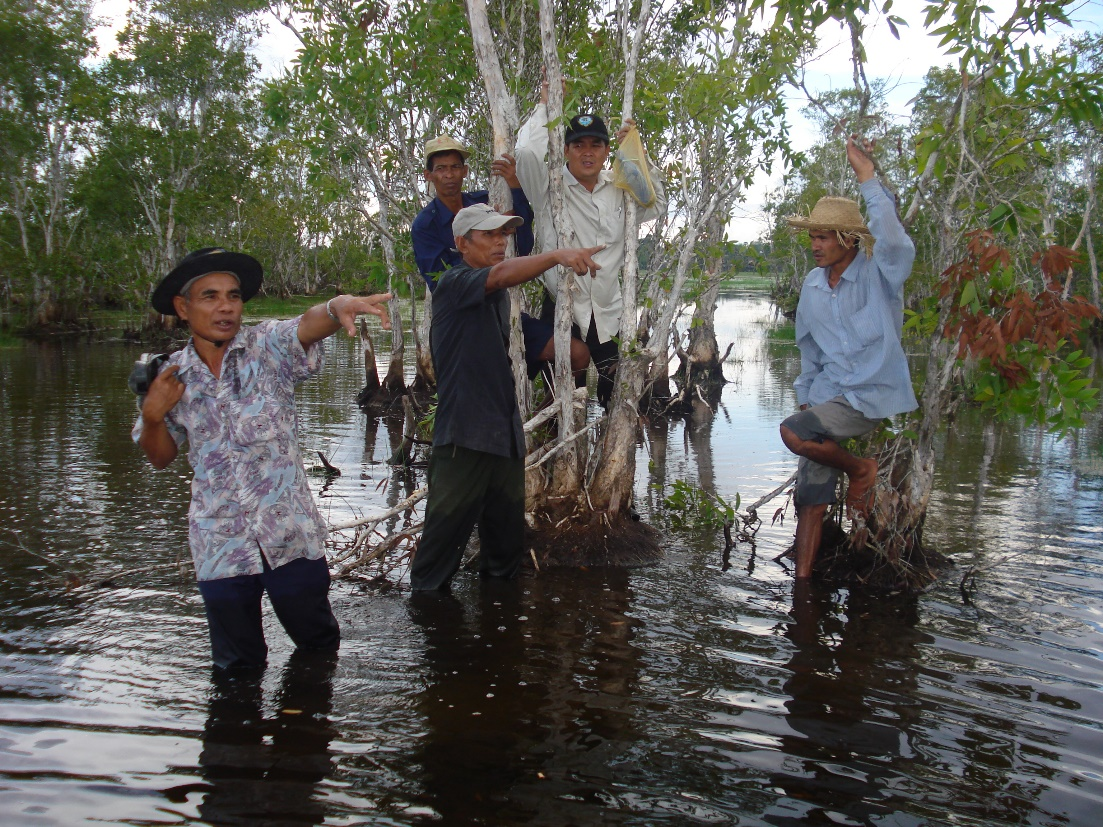 Community members demarcate a protected area in Sre Ambel